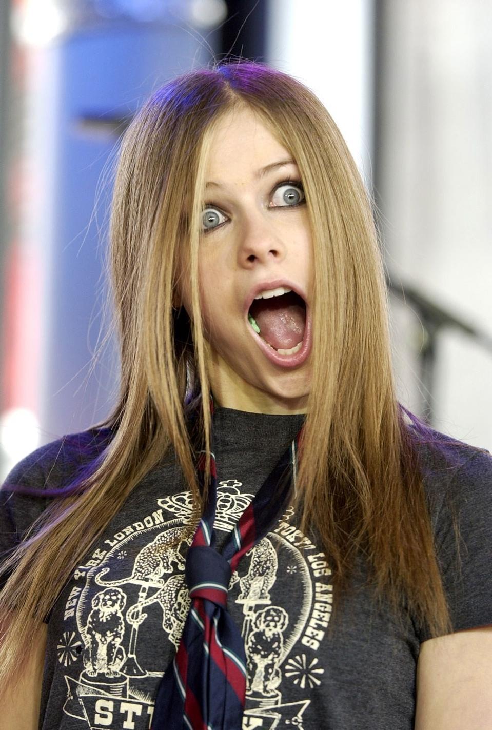 MTV TRL - 22.08.2002 -... Avril Lavigne