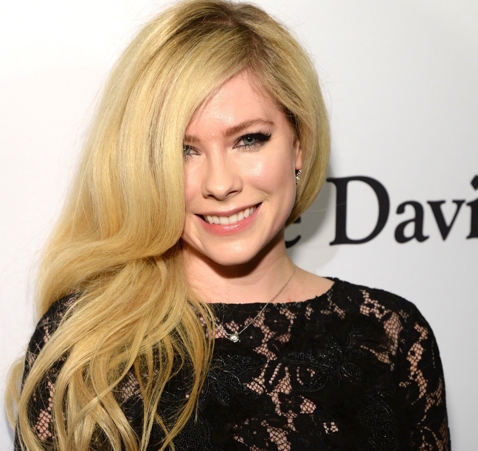 BEVERLY HILLS, CA - FEBRUARY 14:  Avril Lavigne attends the 2016 Pre-GRAMMY Gala and Salute to Industry Icons honoring Irving Azoff at The Beverly Hilton Hotel on February 14, 2016 in Beverly Hills, California.  (Photo by Kevin Mazur/WireImage)